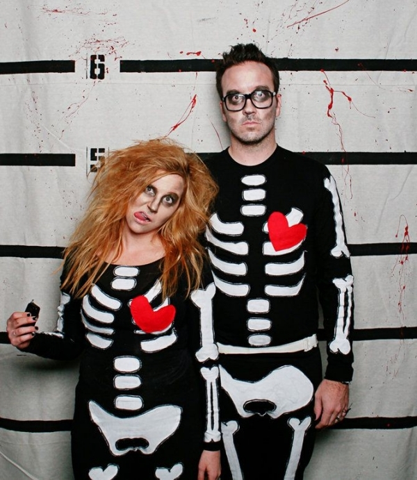 original-ccouples-halloween-costumes-scary-skeletons-pairs